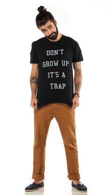 T-shirt Preta Don't Grow Up
