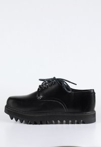 SHARK SOLED - preto (vegan)