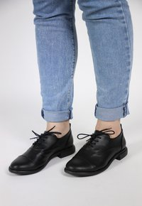 MANU oxford - preto (vegan)