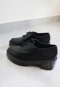 LINNE oxford - preto (vegan)