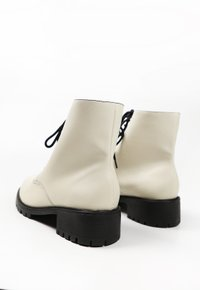 SELENA bota - off white (vegan)