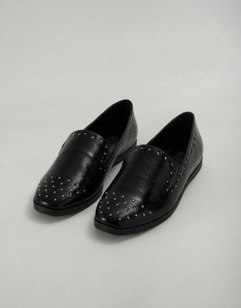 SLIPPER CRAVOS VERNIZ PRETO