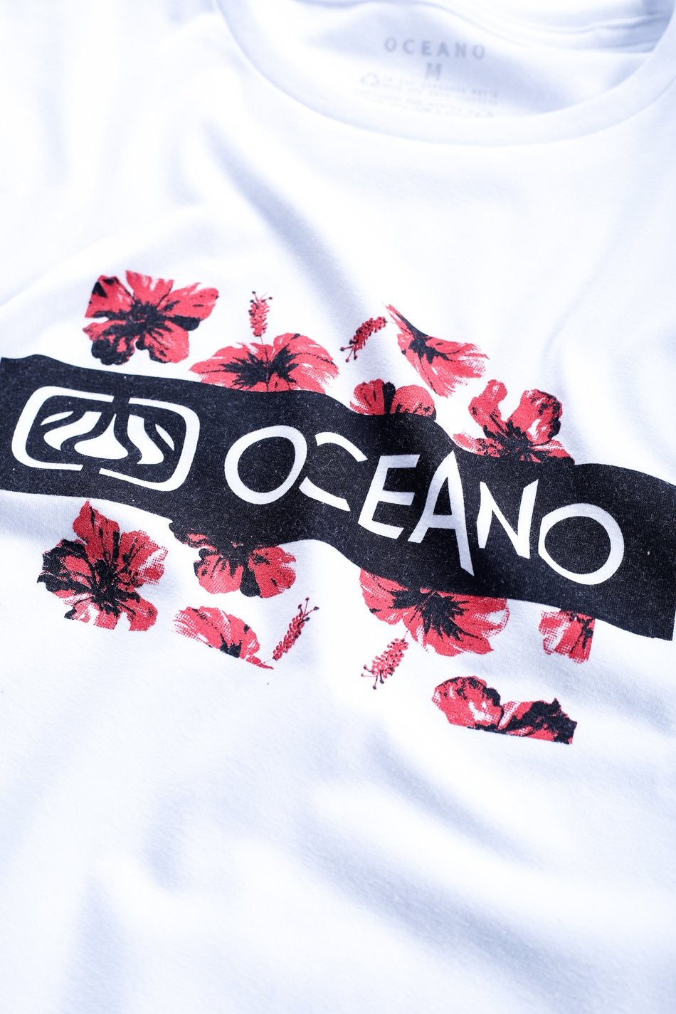 CAMISETA OCEANO FLOR HIBISCO RECICLE